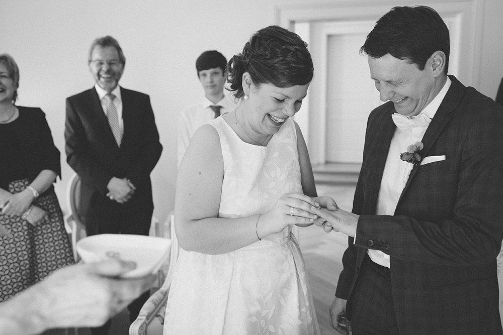 Gran Hotel Heiligendamm Hochzeit Ringübergabe Paar Lachen